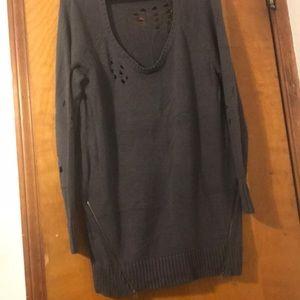 EUC Torrid destructed Sweater side zipper Tunic